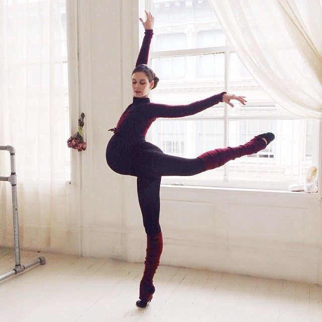 Ballerina Shows Pregnancy in Stunningly Beautiful Photos