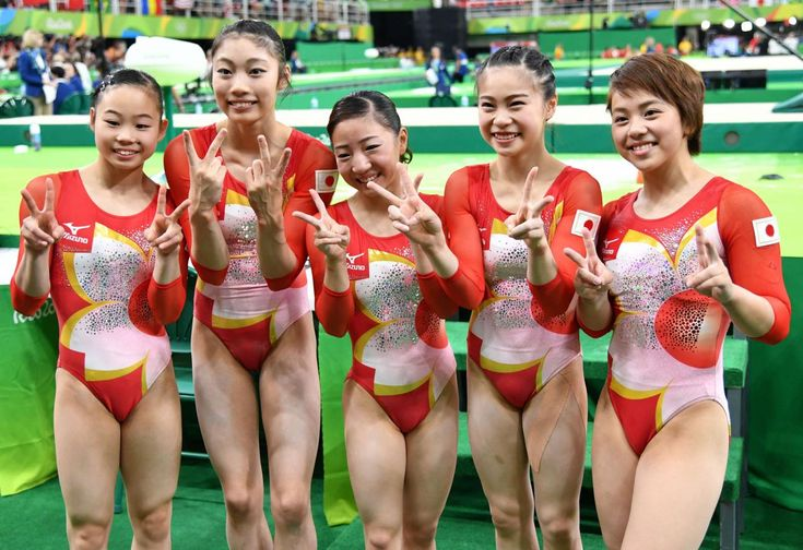 4位となり笑顔で記念撮影を行う日本チーム(撮影・清水貴仁) #リオ五輪 #体操 #女子 #オリンピック #日刊スポーツ