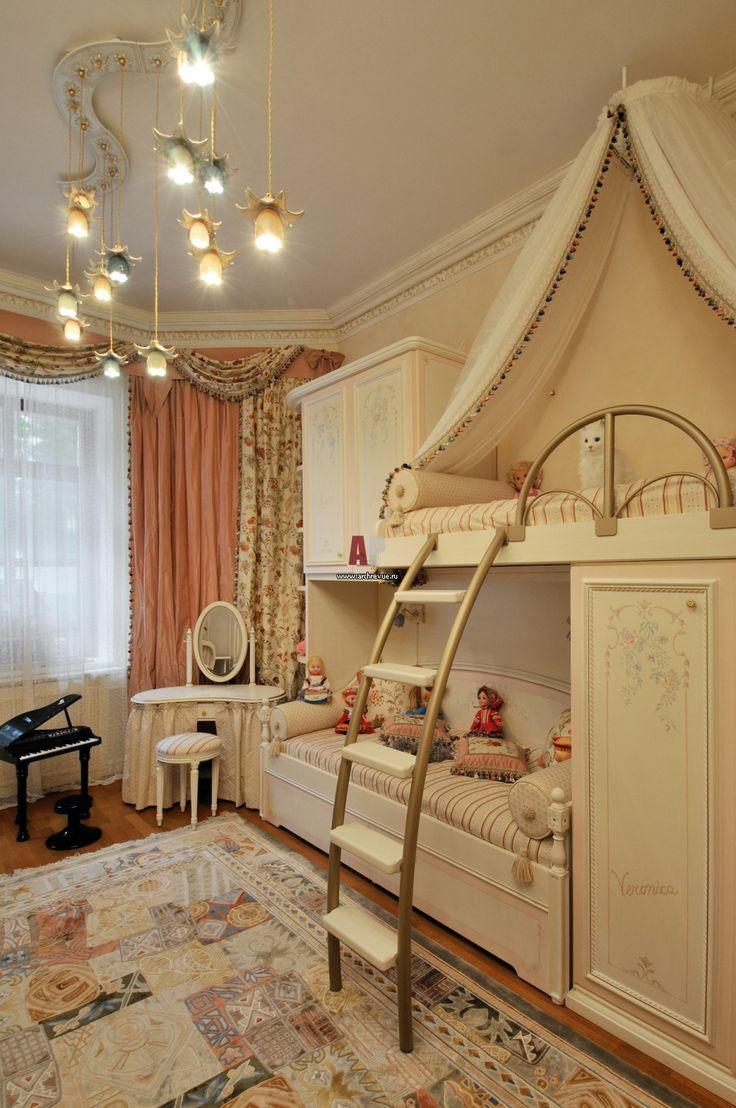 Фото интерьера детской комнаты квартиры в классическом стиле