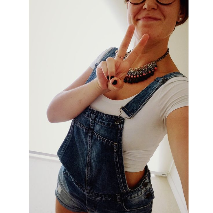° funny jeans salopette and white crock top, don't forget the accessorize °