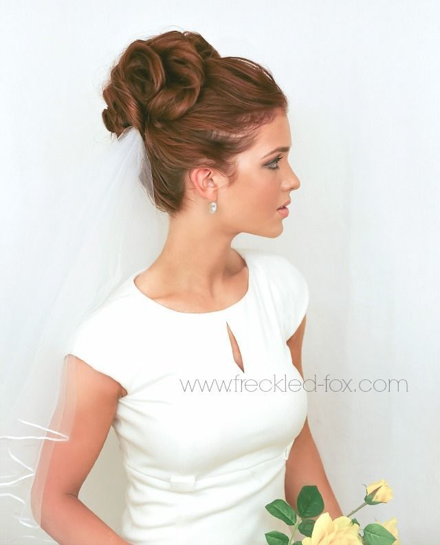Coiffure mariage : The Freckled Fox  a Hairstyle Blog: WEDDING HAIR WEEK: High Curly Bun | by emil