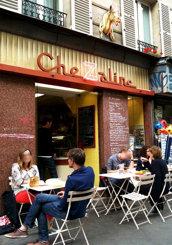 PARIS : CheZaline 85 rue de la Roquette 75011 Paris Tél. 01 43 71 90 75 Du lundi au vendredi, de 11h à 17h30. EXCELLENTS SANDWICHs dont celui ci : Sandwich poulet en pot-au-feu Je l'avoue, ce n'est pas la première fois que je prends ce sandwich. A chaque fois je me dis que je vais essayer autre chose (parce que tout est appétissant), mais je n'y arrive pas. Il est simplement trop bon ! Bref, passons en mode objectif. La baguette – de la maison Landemaine – est très frais et garde…