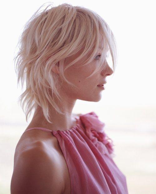 Dégradé ultra-léger, idéal sur cheveux fins et souples - Superlight layer, perfect for those who have fine and wavy hair.
