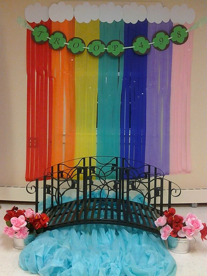 Love this Bridging set up from Rhode Island!  Love love love the streamers in the background!