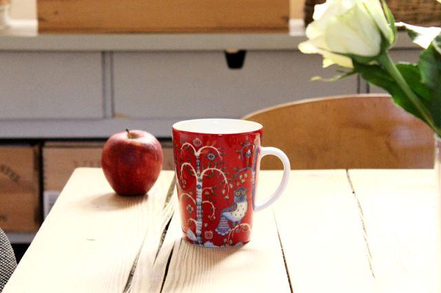 Iittala Christmas Home. Iittala + Kotipalapeli collaboration. Taika red mug.