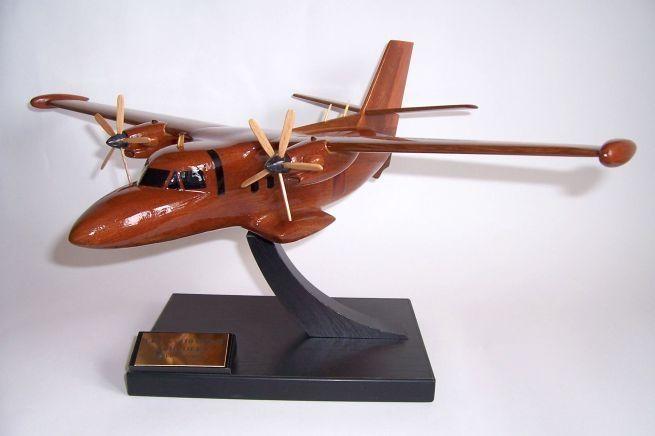 Transportní letadlo LET-L-410 UVP-E. Model letadla ze dřeva ve vzletové poloze včetně stojánku s věnováním.