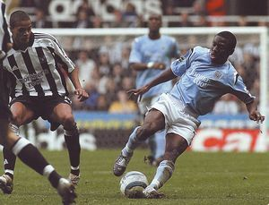 Newcastle Utd 4 Man City 3 in Oct 2004 at St James Park. Shaun Wright-Phillips shows some good ball skill #Prem