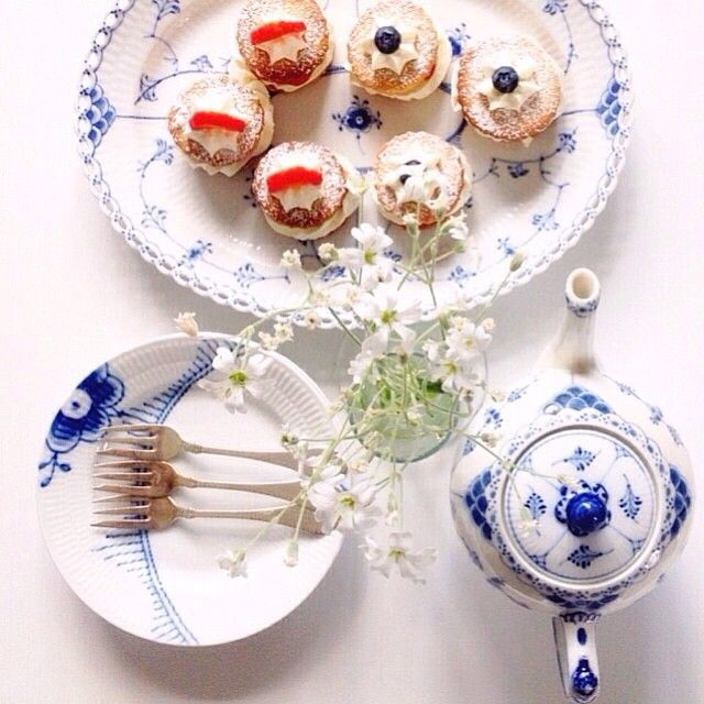 Friday treats from @annekakadu #BlueFlutedMega #BlueFlutedFullLace #BlueFlutedHalfLace #RoyalCopenhagen
