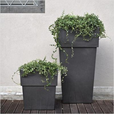 Grandi vasi per arredare terrazzi e giardini.