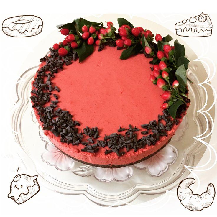 Холодный чизкейк «Красный бархат» (red velvet cold cheesecake) У меня в блоге есть тройка тортов-лидеров, которые каждый день кто-то готовит и показывает в блоге и инстаграме. Один из них — Красный бархат. Торт-загадка, который бросается в глаза и удивляет особенным шоколадным послевкусием. Ну короче, теперь у нас будет ещё и холодный чизкейк «Красный бархат». На...