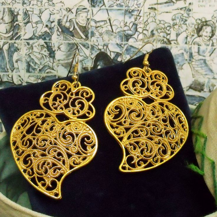 Portugal folk filigree style Hearts of Viana rich gold tone big dangle earrings. Upgraded by me and inspired in the real lacy gold Portuguese folk jewelry earrings used by the country women in Minho, north of Portugal.$31.00 #portuguesefiligreejewelry#portugualvianahearts#madeinportugal#portuguesejewelry#portuguesefolkart#heartsofvianaearrings