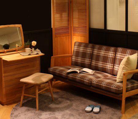 20131211 T 01のサムネイル画像 MOSS3P ¥118,000+tax   柄入りも可愛らしいですよね。 シンプルなフォルムが多いモモのソファですが、生地によって色々な表情を見せてくれます。(ホームページ)