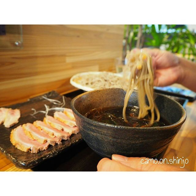 . 休日*(^o^)/*っ 今日は新庄へ行ってきました  ずっと行ってみたかった 鴨と蕎麦のお店 . ○そば屋 かもん 〖 @camo.on.shinjo 〗さん  鴨せいろ肉増し こんな美味しい鴨初めて食べた( 'ч'๑ )っ かもんさん 、絶対おすすめしたい 山形のお蕎麦屋さんです 新庄へ行ったら是非~~~✧*。٩(ˊᗜˋ*)و✧*。っ  #休日#ランチ#山形#新庄#山形そば #蕎麦屋#蕎麦屋さん#そば#そば屋 #かもん#そば屋かもん  #鴨せいろ#鴨#肉#蕎麦 #food#japanesefood#soba #camera#olympus#lunch #写真好きな人と繋がりたい  #写真撮ってる人と繋がりたい  #カメラ好きな人と繋がりたい  #カメラ女子と繋がりたい  #カメラ女子#オリンパス#ミラーレス