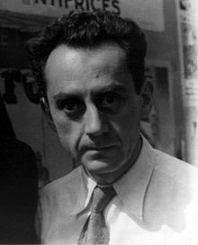 Sus primeras obras experimentales son los Rayogramas 1921, imágenes fotográficas sacadas sin cámara. Hace también retratos, de hecho se convierte en fotógrafo retratista de personalidades de la cultura.Cuando el surrealismo se separa del dadá en 1924, Ray es uno de sus fundadores y está incluido en la primera exposición surrealista en la galería Pierre de París en 1925. Realiza esculturas surrealistas siguiendo el modelo del arte encontrado creado por Marcel Duchamp de 1923.