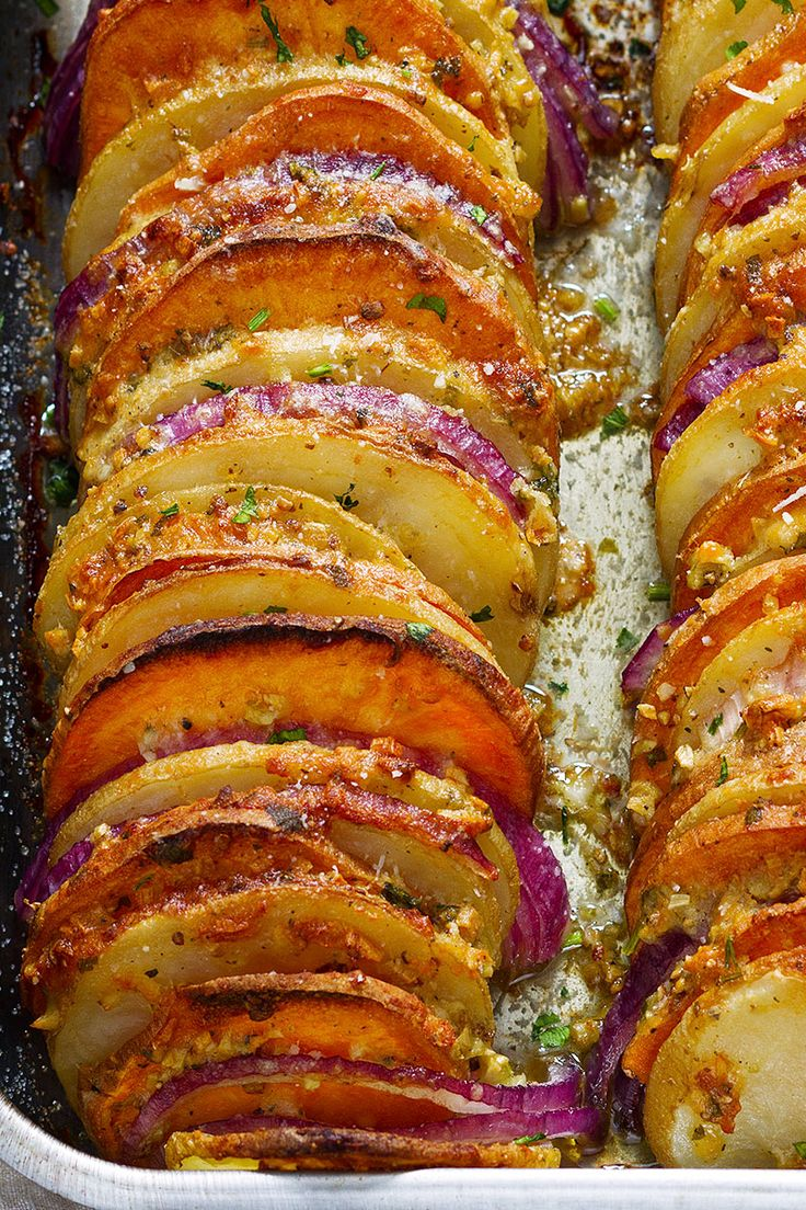 Deze Knoflook Parmezaanse Geroosterde Aardappelen zal u vergeet alles over het hoofdgerecht!  eatwell101.com