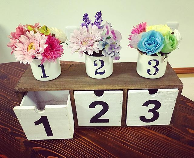 ドレス当ての回収箱。 どんだけ123押すねん。笑 ①ピンク ②薄紫 ③レインボー が候補色!お花で再現! これだけでみんなわかるかなー? まぁいっか。笑 本気出したら15分でできた * #ドレス色当て#ドレス色当てクイズ#回収箱#投票箱#花嫁DIY#プレ花嫁#残り1週間