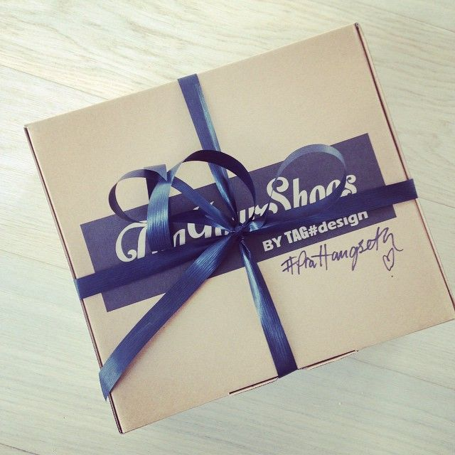 Gift? Go to www.viagalleria.no ---> shoe shop: Corso Como and get your TagYourShoes #PiaHaugseth  #Wrapping #Gift #Shoes