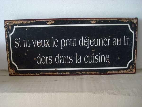 """Plaque murale humoristique """"Déjeuner... http://www.decoacoeur.com/objets-deco/2001-plaque-murale-humoristique-dejeuner-au-lit.html"""