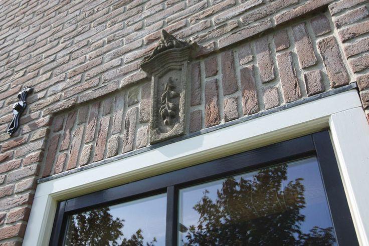Gevel met ankers verdiepte rollaag en passende afwerking met een sluitsteen architektenburo for Moderne stijl gevel