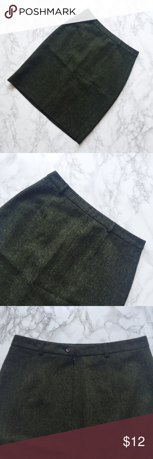 Dark Green Pencil Skirt Green Oasis pencil skirt. ★ measurements available upon request ★ reasonable offers considered ★ no trades oasis Skirts Pencil