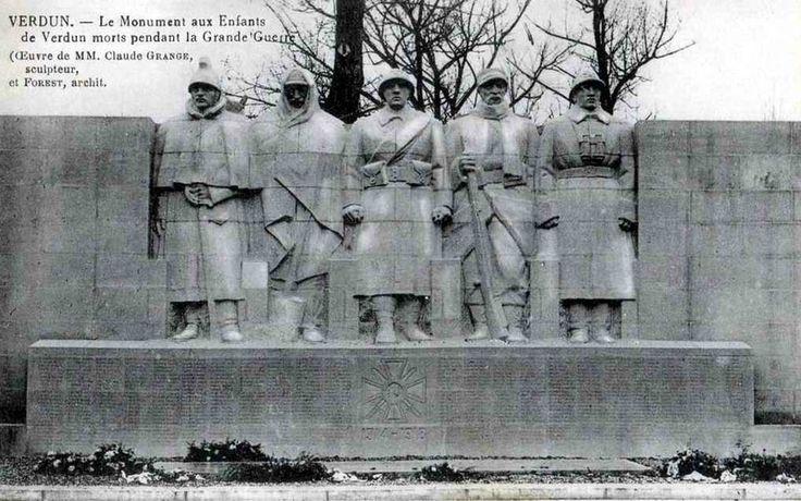 (WWI) Verdun, monument aux morts.