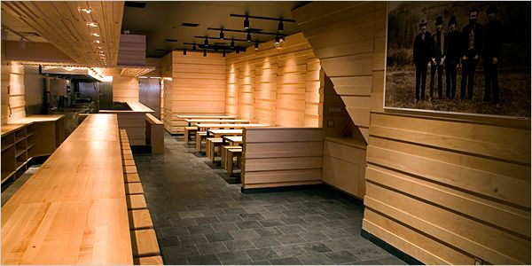 Nothing is more clean and simple that Momofuku Noodle Bar || Focus on counter-seating
