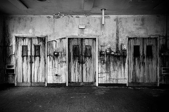 Prison hospital ward doors... . . . . . . . . . . #brutalist#brutalism#architecture#design#mobilephotography#art#blackandwhite#bnw#photooftheday#fineart#fineart_photobw#insta_bw#instablackandwhite#instagood#monoart#monochromatic#noir#monochrome#monotone#photo#photography#interiordesign#design#500px#london#phone#prison#leeds#cleanme