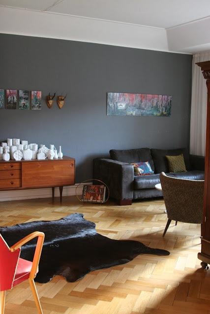 ich liebe das grau der Wand ... könnte ich mir im Schlafzimmer vorstellen