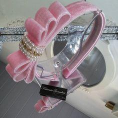Tiara Laço Chanel de Veludo!  #katiusciagoncalves #acessoriosdivos…
