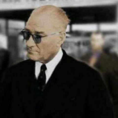 Sana vals de yakışır, halay da yakışır, zeybek de yakışır #başöğretmen #Atatürk!