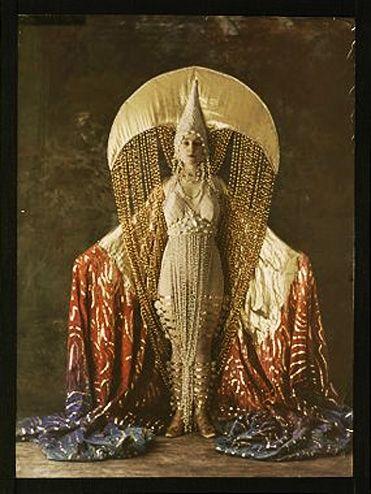 Salon du goût français. Women's costume of a moon. c. 1921