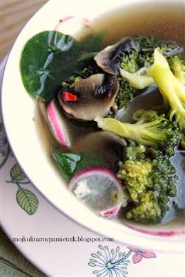 Bernika - mój kulinarny pamiętnik: Pierwszy dzień wiosny - zupa z brokuła i szpinaku