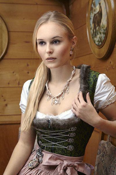 Perlencollier *Hirschgeweih trifft Edelweiß* von meiTherese by Ninnerl auf DaWanda.com