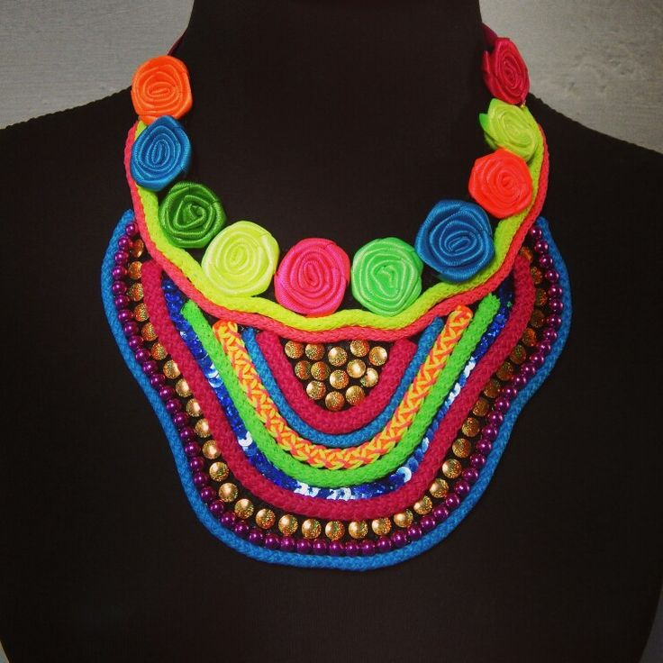 Venta de collares para carnaval