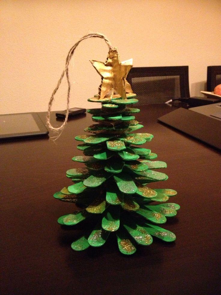 Rbol de navidad hecho con palos de helado cuerda y - Arboles de navidad de madera ...