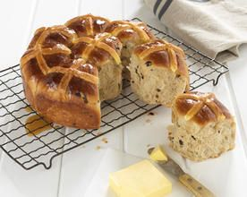 Pull Apart Maple Glazed Hot Cross Buns