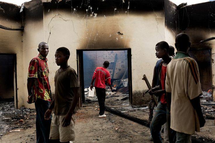 Le 10 décembre 2013, après le cantonnement des forces de la Séléka, des groupes chrétiens prennent leur revanche et brûlent des mosquées.