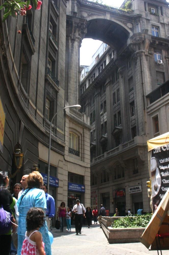 Calle Phillips en el centro de Santiago