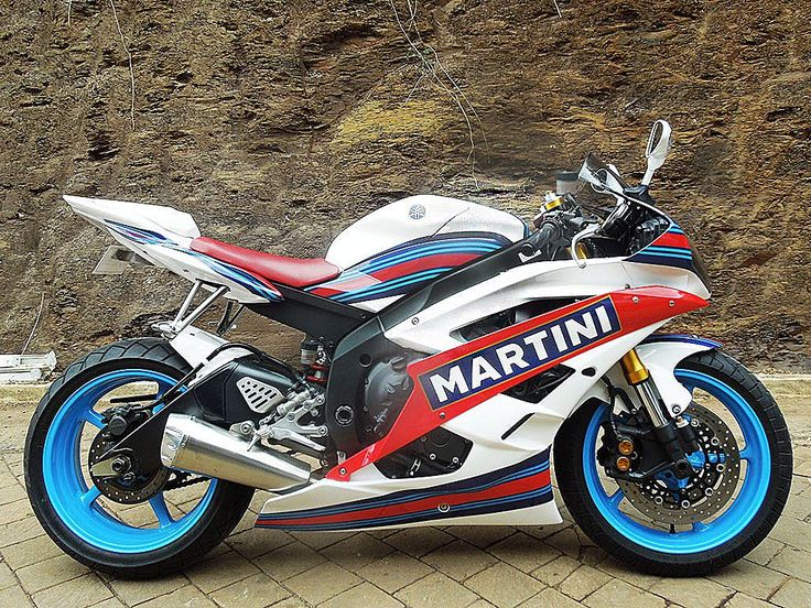 Track ready Miss Martini | Yamaha R6  painted by PAZ.