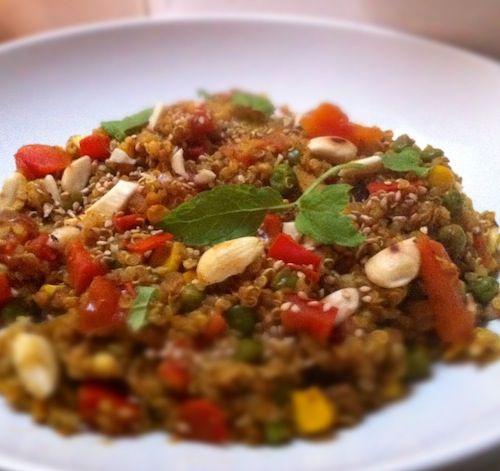 Kleurvol, geurvol en smaakvol. Dat is deze Marokkaanse getinte quinoa zeker.
