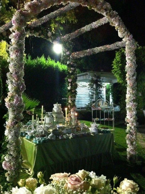 Matrimonio all'americana, magica confettata all'aperto