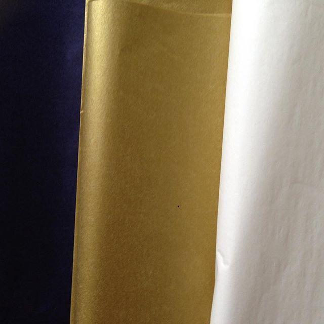 Hedvábný papír: #slonovakost #metalickazlata #pulnocnimodra 👛👛👛#hedvabnypapir #tissuepaperprague #dekorace #partydoplnky #svatebnidoplnky #narozeniny #balenidarku #darky #darkovebaleni #luxusni #shop #obchod #butik #storeprague #nakupuj #czechgirl #zlata #gold www.pompomtime.cz