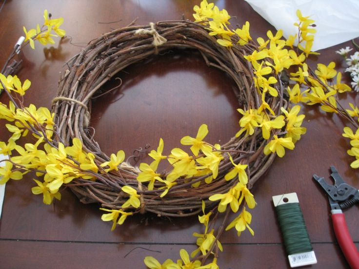 DIY Spring Wreath Ideas. Whimsical Spring Forsythia Wreath- just hung mine this morning on my freshly painted black door!!!