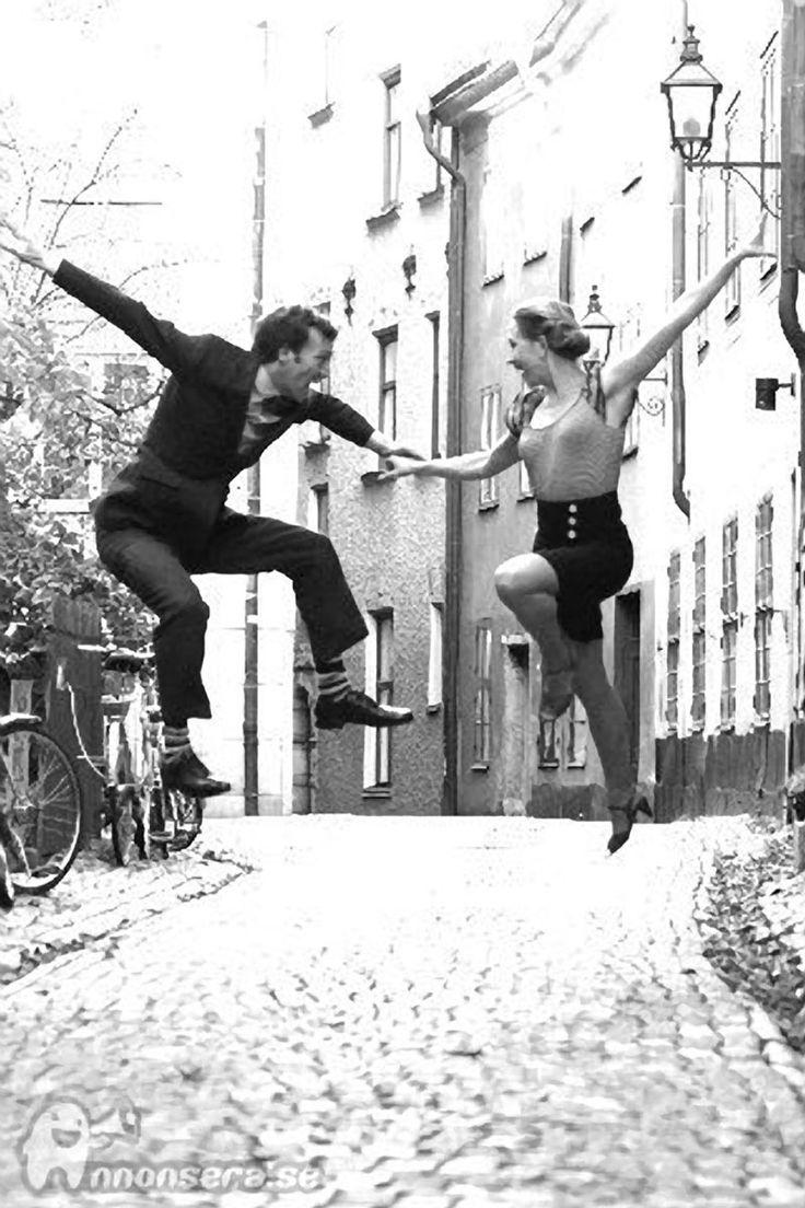 Einfach tanzen!...   LINDY HOP Mittwoh - lass dich führen! Dancepartner.ch! Zürich, Bern, Basel, Luzern, Zug, St. Gallen, Chur, Lausanne, Biel, Genf, Lugano und tanzen Sie schweizweit Los! Hier findest du alle Tanzstile wie Tango, Salsa, Bachata, Zouk, Latin, Standard, West Coast Swing, Lindy Hop und noch viele mehr... starte deine Tanzreise - jetzt kostenlos anmelden!
