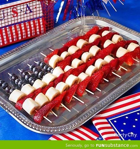 4th of july flag fruit skewers...serve with the fruit dip and you have a festive crowd pleaser!  #4thofjulydesserts #4thofjulyideas
