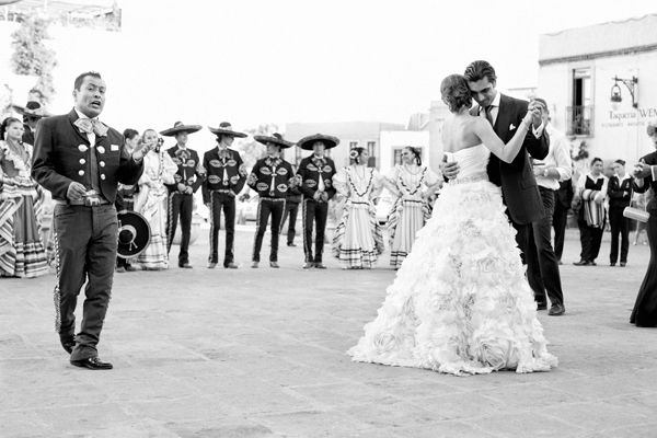 Bride and Groom serenaded by mariachi band.  Monique Lhuillier  gown.  Photo by Aaron Delesie. Zacatecas, Mexico.