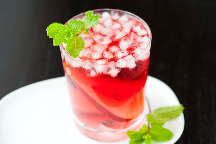 Pear Vodka and Cranberry Cocktail Recipe #recipes #food #drink #cuisine #boissons #recettes