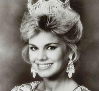 Miss America 1989: Gretchen Carlson. Member of Kappa Kappa Gamma at Stanford University