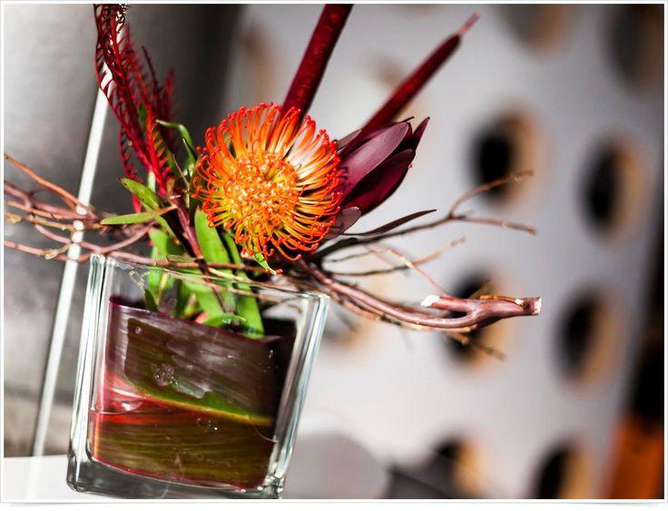 Украшения на середине стола из полевых цветов