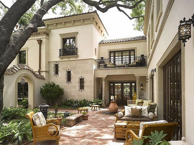 A Beautiful Mediterranean Style Terrace Terrace Mediterrian Love Desig Spanish Style Homes Courtyard House Plans Colonial Revival Architecture